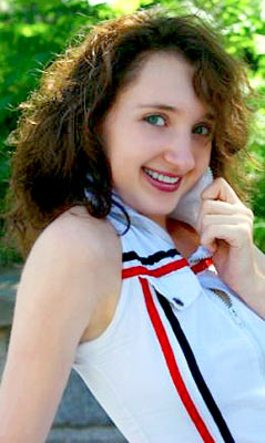 thoughtful, smiling, elegant and single woman living in  Kherson