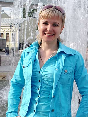 thoughtful, possitive and sophisticated woman from  Chernovtsy