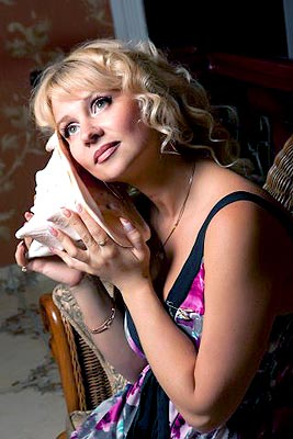 educated, single-minded and chic woman from  Nikolaev