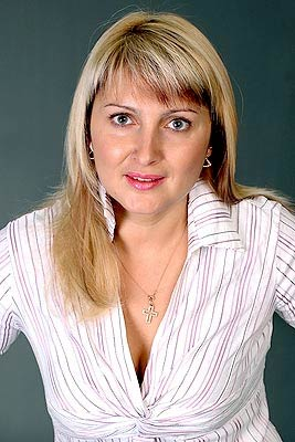 educated, goal-seeking and beautiful Rusian girl living in  Chernovtsy